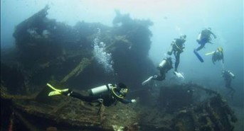 Indonesian Navy Arrest 10 Divers For Looting Shipwrecks