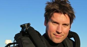 Wildlife and underwater cameraman Mark Sharman films for Emperor Divers