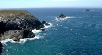 Scuba diver dies in Cornwall