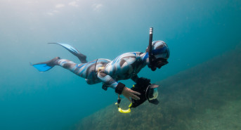 First guide to freediving for underwater photography released