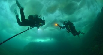 Russia sets new world record for ice diving