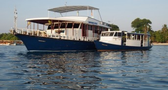 0416-Emperor-Atoll-moored-with-dhoni-1-Medium-2.jpg